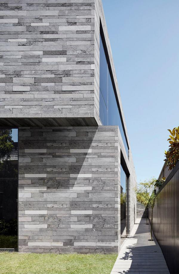 اجرای انواع نمای سنگی ساختمان دو طبقه